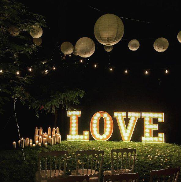 Большие световые буквы love на свадьбу