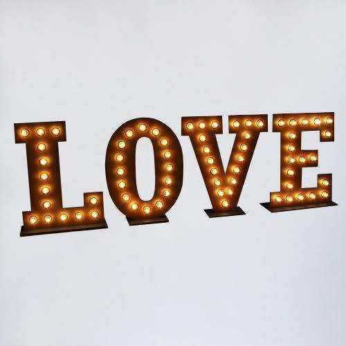 объемные буквы LOVE