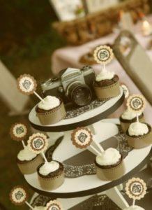 фотоаппарат в свадебном декоре